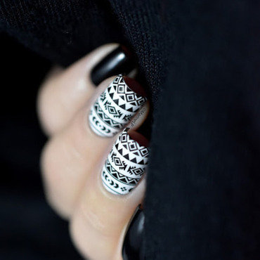 Black and white aztec nails 20 5  thumb370f