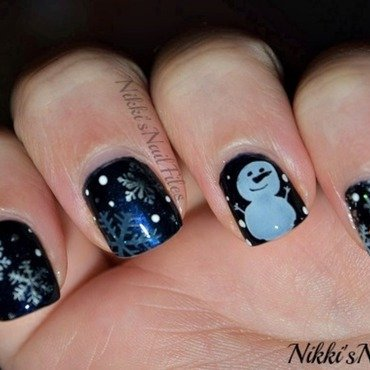 Let it Snow nail art by nikkisnailfiles