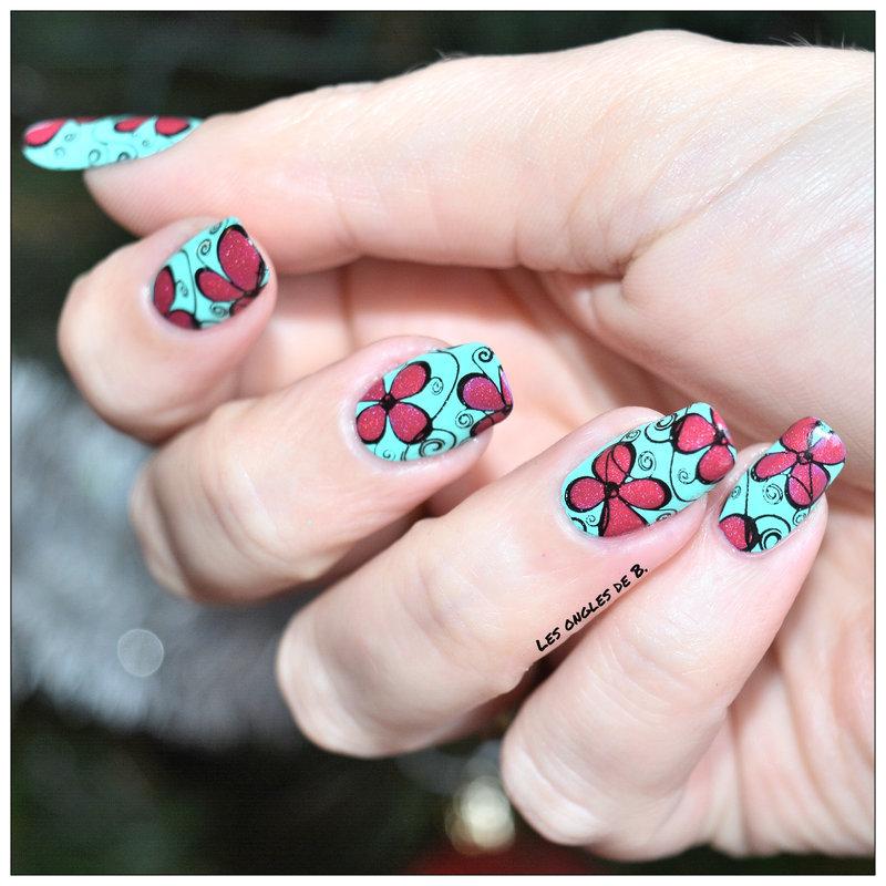 Flower nail art by Les ongles de B.