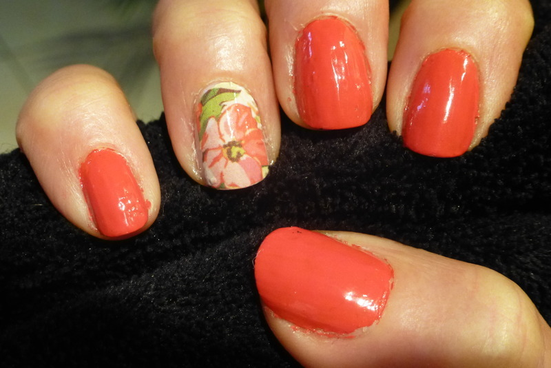 Red flower nail art by Barbouilleuse