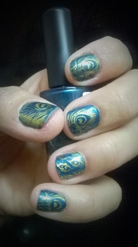 Plumas nail art by Avesur Europa