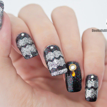 Sweater inspired mani nail art by Diana Livesay