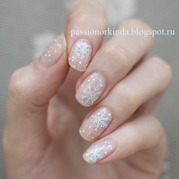 Snowflakes nail art by Passionorkinda