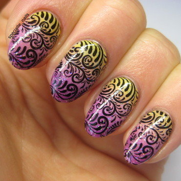 Gradient&stamping nail art by specialle