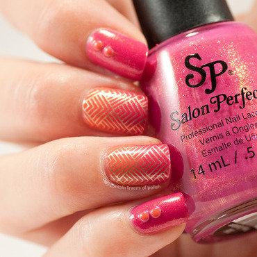 Orange and pink gradient nail art by Zara TracesOfPolish