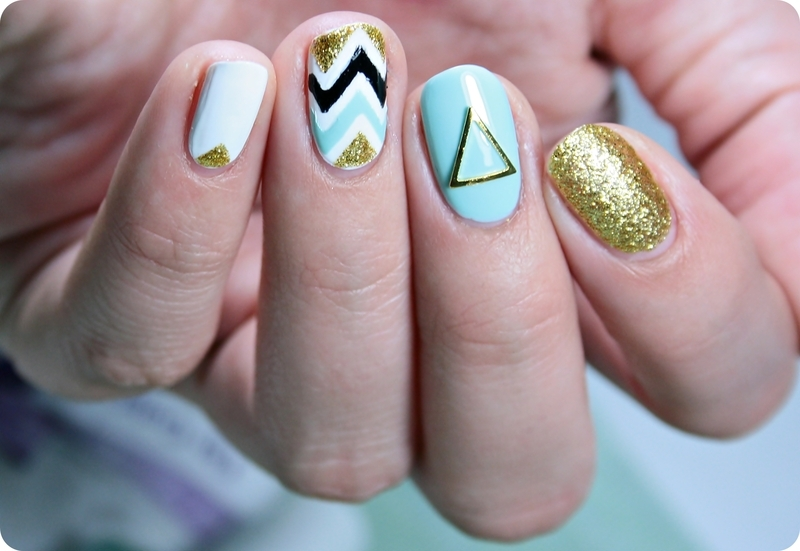 Zig Zag Manicure nail art by Romana
