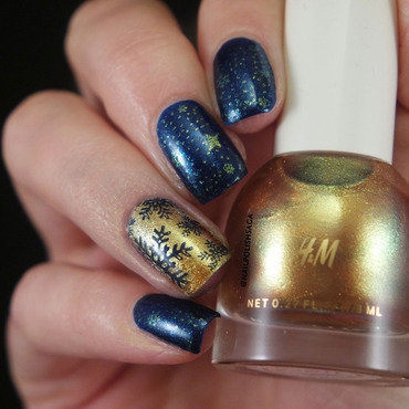 Snowflakes nail art by Jolin