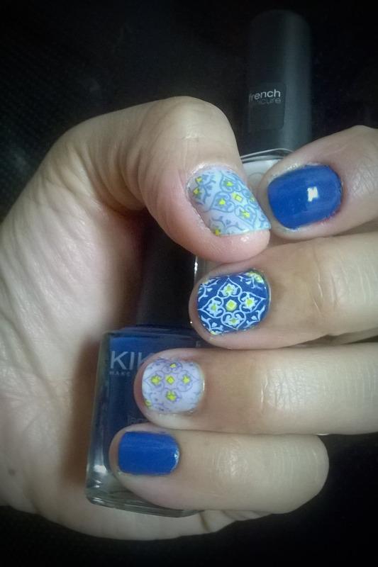 Portuguese blue tiles: Azulejos nail art by Avesur Europa