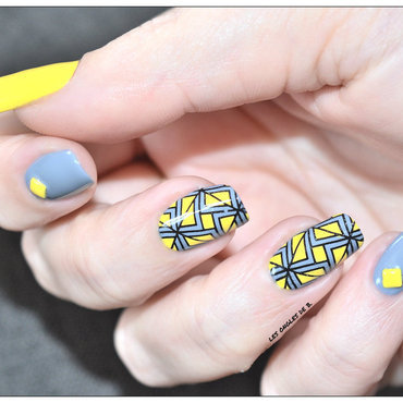 Stamping master jaune&gris nail art by Les ongles de B.