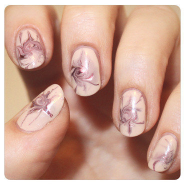 Delicate swirls nail art by KataTM