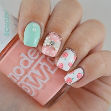 Floral design nail art by Julia