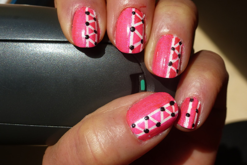 Pink Geometry nail art by Barbouilleuse