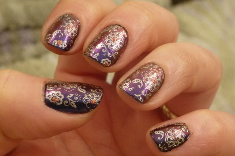 Cygnus nail art by Barbouilleuse