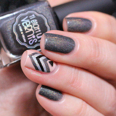 sober chevron nail art by nathalie lapaillettefrondeuse