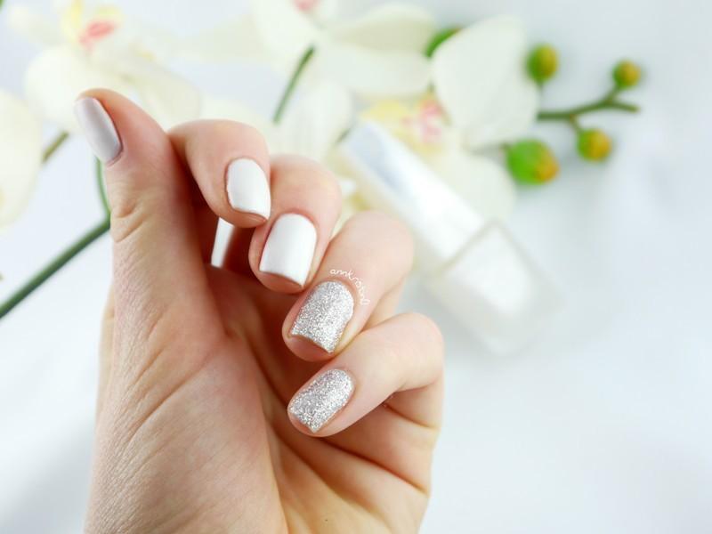 Sparkling Silver Matte White nail art by Ann-Kristin