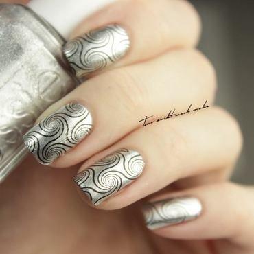 Swirls nail art by Tine