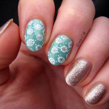 Snowflakes with gold nail art by Nail Crazinesss