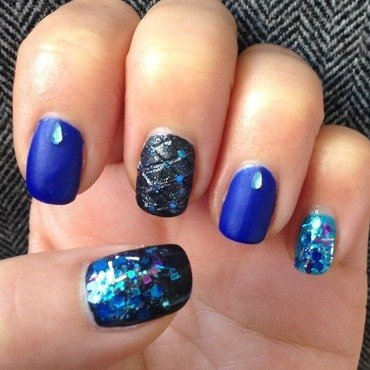 Moody Blues nail art by Idreaminpolish