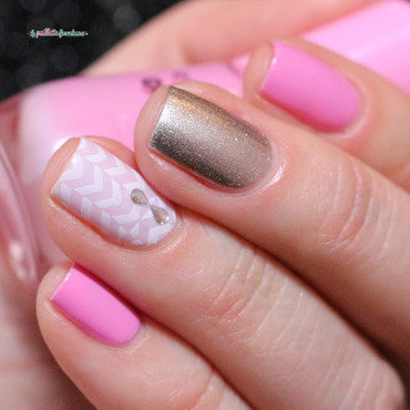 pink and gold mix and match nail art by nathalie lapaillettefrondeuse