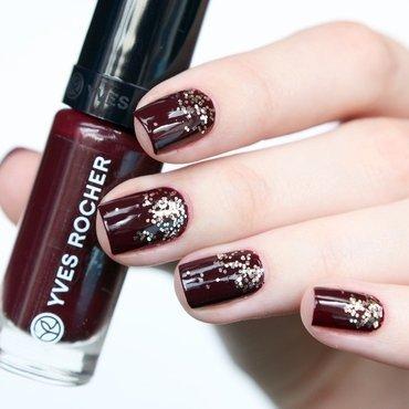 Glitter Bordeaux nail art by Annika