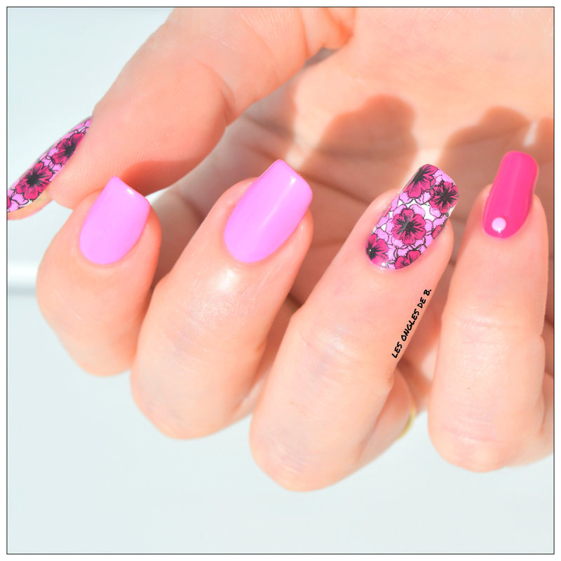 Pink Flowers nail art by Les ongles de B.