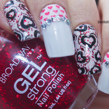 Glittery hearts nail art by Diana Livesay
