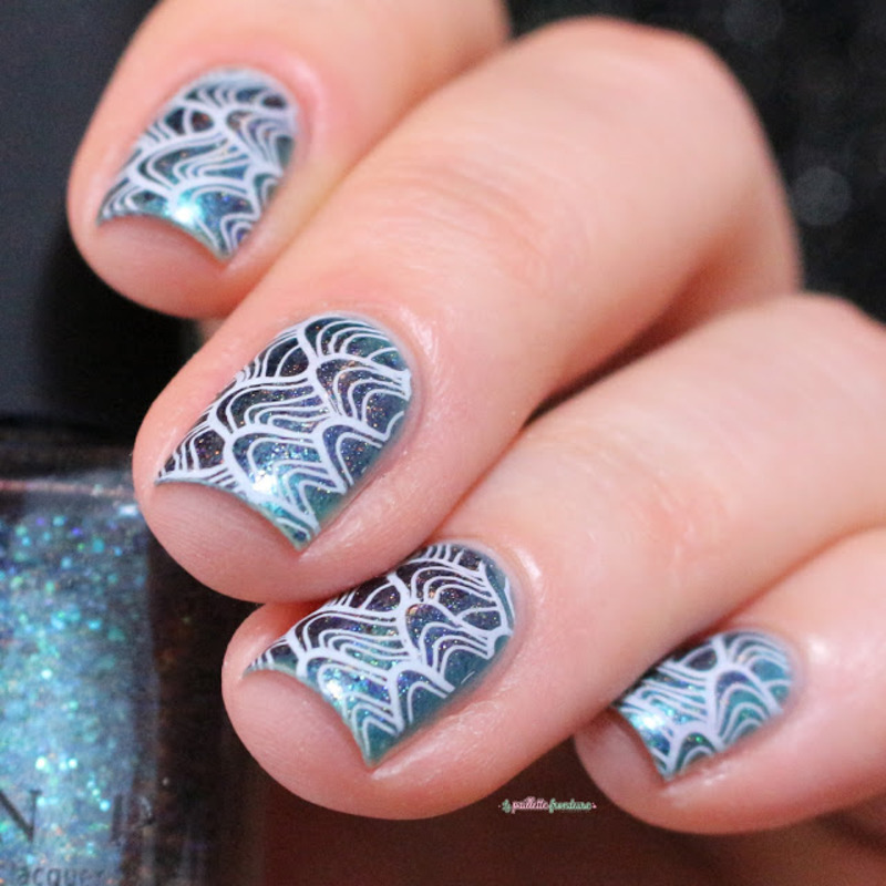 waves nail art by nathalie lapaillettefrondeuse
