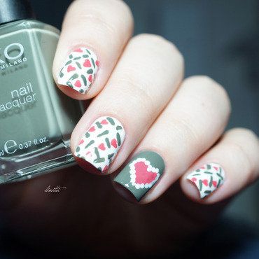 heartbeat nail art by Linitti