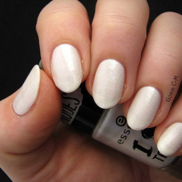Essence I Love Trends 01 Walk on the white side Swatch by Nail Crazinesss