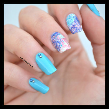 Water decal blue nail art by Les ongles de B.