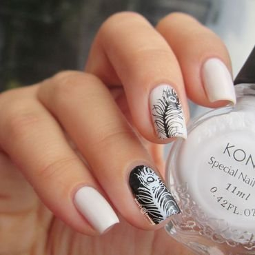Black and White peacock feathers nail art by Marina