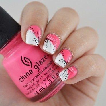 Abstract nail art by Julia