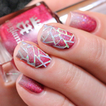 Rapsberry gradient nail art by nathalie lapaillettefrondeuse