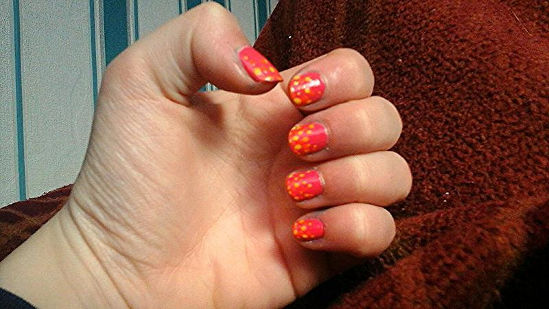 fading ombre dots  nail art by myla murray