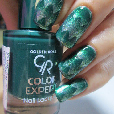 Green  scaled gradient nail art by NailArt_T