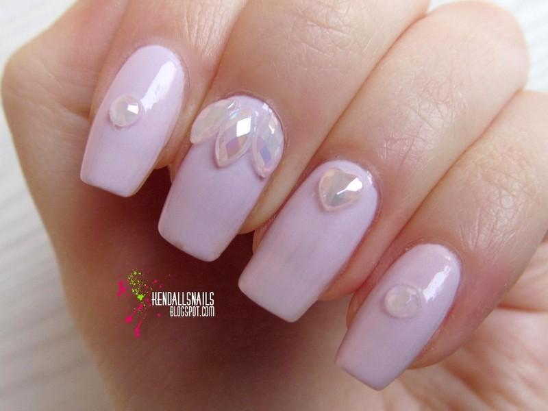 delicate nail art by Julia Friedel