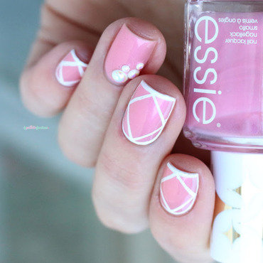 Essie 20bikini 20with 20a 20martini 20pearl 20nailart 20paillette 201 thumb370f