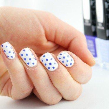 Accent Dot Dotticure nail art by Ann-Kristin
