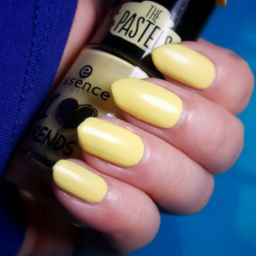 A swatch of Essence, I Love Trends, 02 sun is smiling nail art by notcopyacat