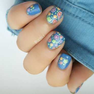Flower power  nail art by Valentina