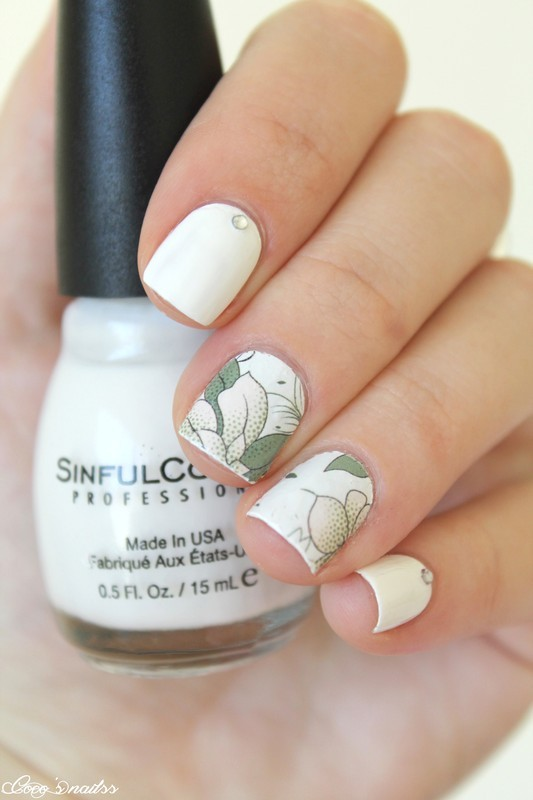 simplicity nail art by Cocosnailss