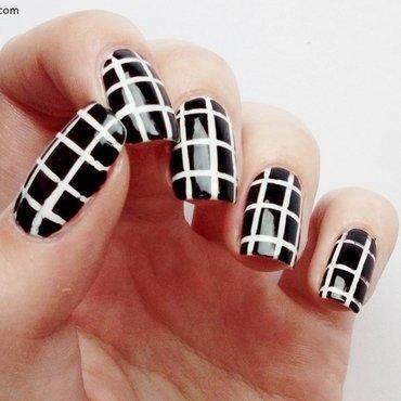 Tumblr - grid pattern nail art by Laura