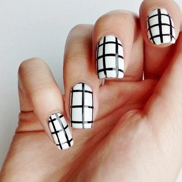 Tumblr - grid pattern nail art by Laura
