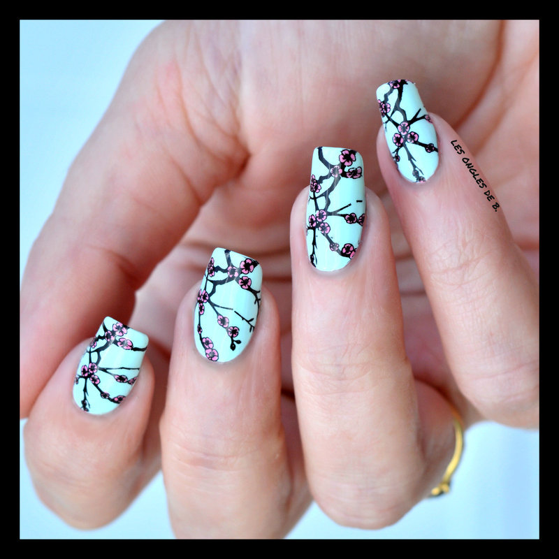 Sakura nail art by Les ongles de B.