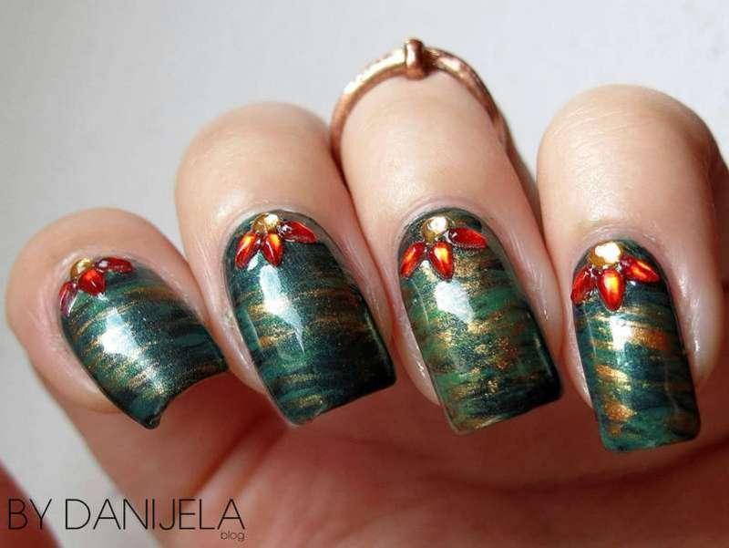 Holiday wreath manicure nail art by bydanijela