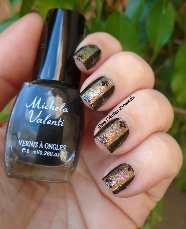 Center Stripe Flakies nail art by Dora Cristina Fernandes