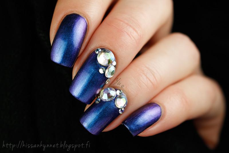 Diamonds on blue nail art by Yue