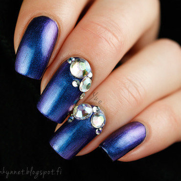 Diamonds on blue nail art by Yue