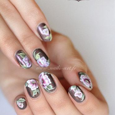 Fleurs mi-closes nail art by Tenshi_no_Hana