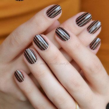 Stripes nail art by Tenshi_no_Hana